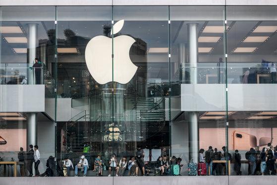 Imaginea articolului Compania Apple anunţă o creştere a veniturilor trimestriale, în pofida vânzărilor slabe de telefoane iPhone