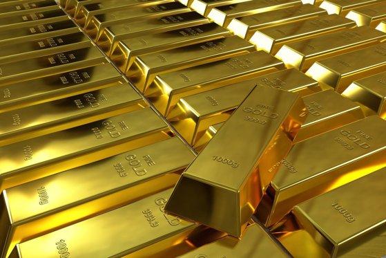 Aurul a atins la al patrulea maxim istoric din luna ianuarie. Cursul euro, în creştere