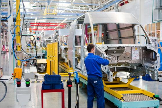 Companiile auto reiau producţia! Ce măsuri de siguranţă introduc