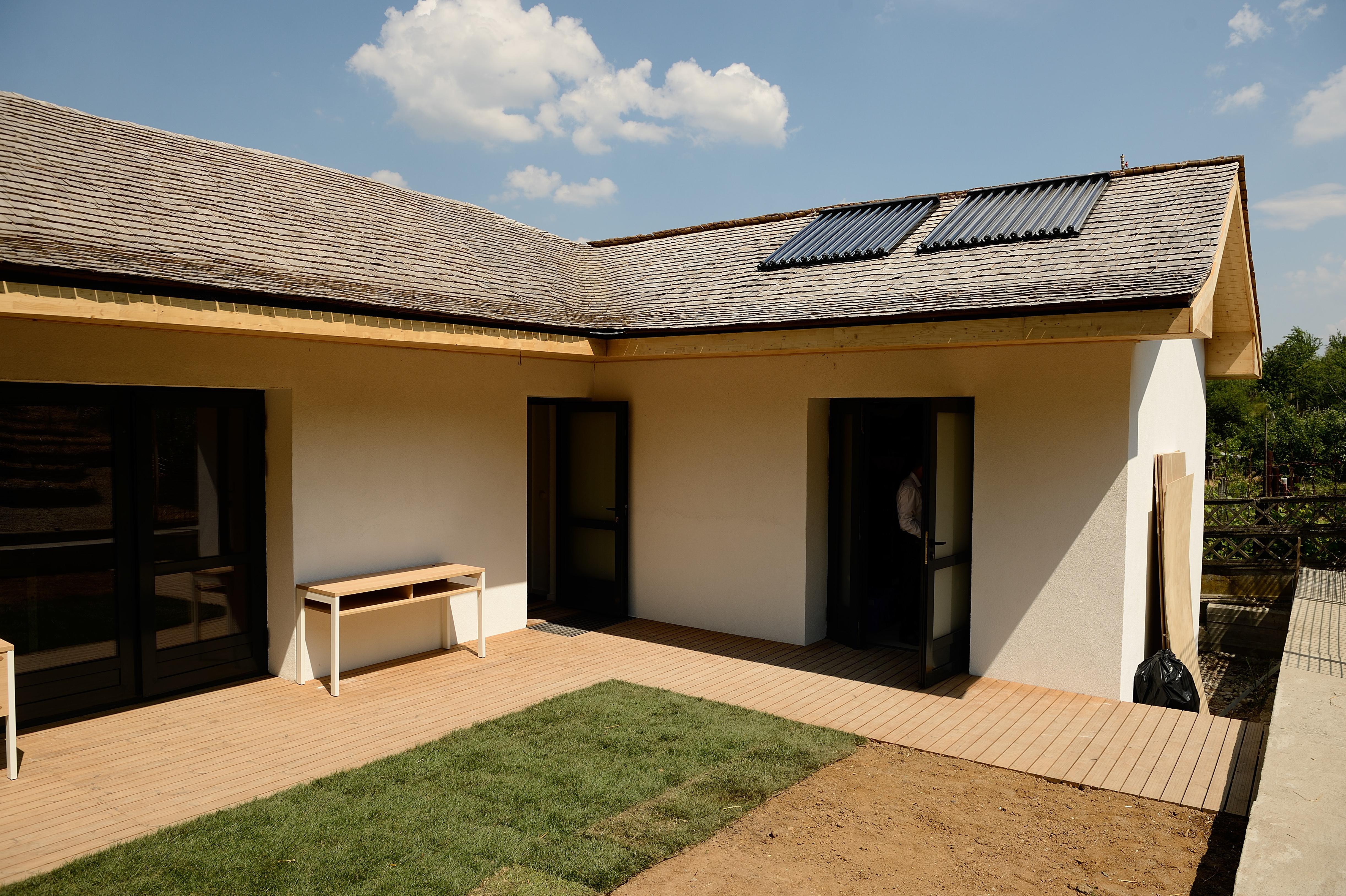 În 5 ani, toate casele din România ar putea fi dotate cu panouri fotovoltaice hibride
