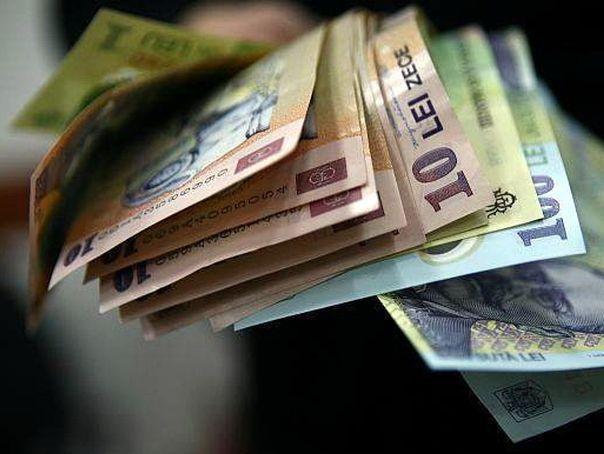 INS: În aprilie, salariul mediu brut a crescut cu 19 lei faţă de martie, iar câştigul net cu 14 lei