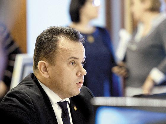 Imaginea articolului Senatorul PSD Liviu Pop, după ce a postat o poză cu gândaci în dreptul unor state partenere: Mi s-a părut interesantă | FOTO