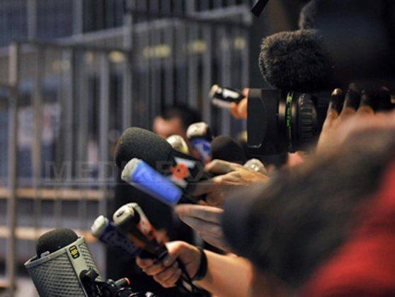 """Imaginea articolului FOTO Zonă delimitată pentru ziarişti. """"ŢARC"""" montat la intrarea în plenul Camerei Deputaţilor. Cum au fost explicate măsurile de securitate"""