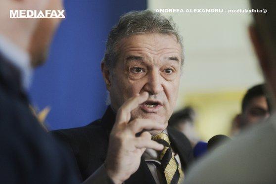 Imaginea articolului Becali-Preda, SCANDAL cu înjurături pe aeroportul Otopeni. Preda: M-a urmărit, urlând porcării de nereprodus/ Becali: Dacă omul te salută, de ce să-l faci puşcăriaş?