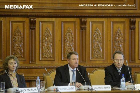 """Imaginea articolului CCR dezbate, miercuri, sesizarea lui Iohannis la o lege prin care parlamentarii vor deveni """"intermediari"""""""