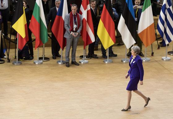 Imaginea articolului Cină de lucru NATO. Theresa May s-a întâlnit joi seară cu liderii Olandei, României şi Belgiei