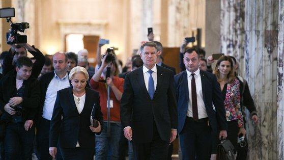 Imaginea articolului Dragnea, atac la Iohannis: Fiecare om are dreptul în România să se facă de râs cât doreşte. Nu-l primeam în curte/ Când va fi depusă plângerea pentru înaltă trădare împotriva preşedintelui