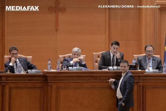 Imaginea articolului Scandal în Parlament, cu tăieri de microfon la dezbaterea bugetului. Un amendament a scindat Opoziţia