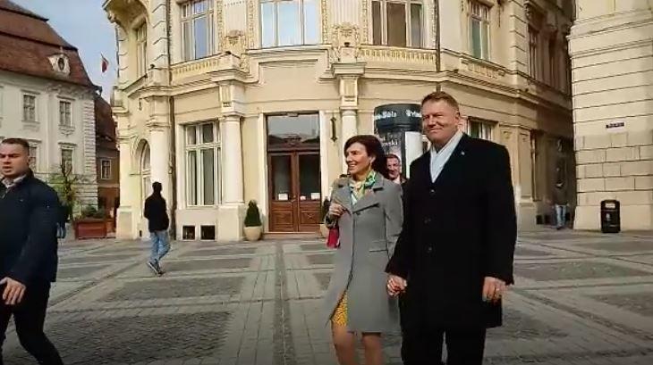Preşedintele Klaus Iohannis a participat la slujba din prima zi de Paşti, la Biserica Romano-Catolică din Piaţa Mare a Sibiului | VIDEO