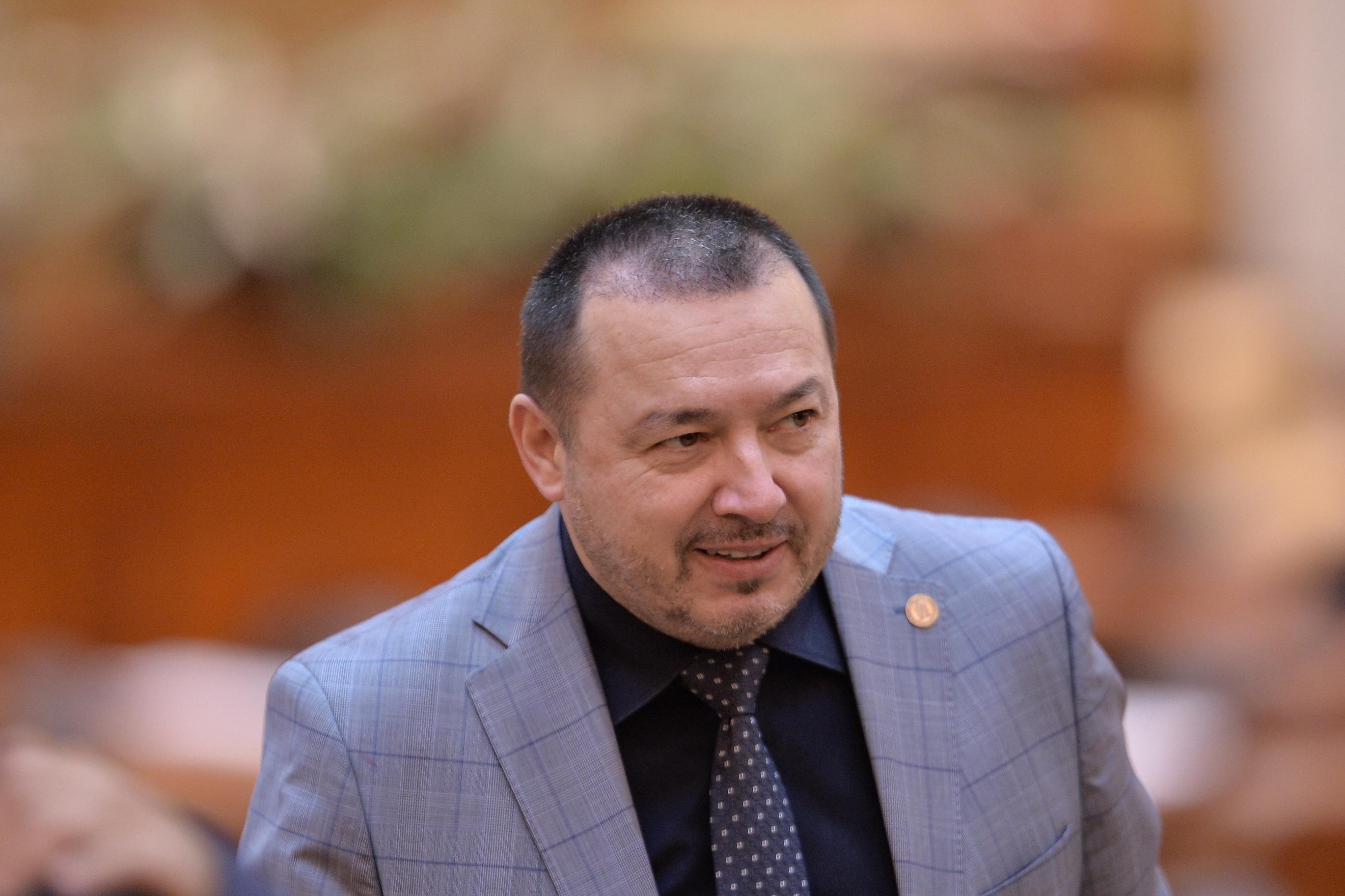 Deputaţii PNL şi USR, sesizare la Curtea Constituţională pe legea care dezincriminează fapte de corupţie, iniţiată de Rădulescu