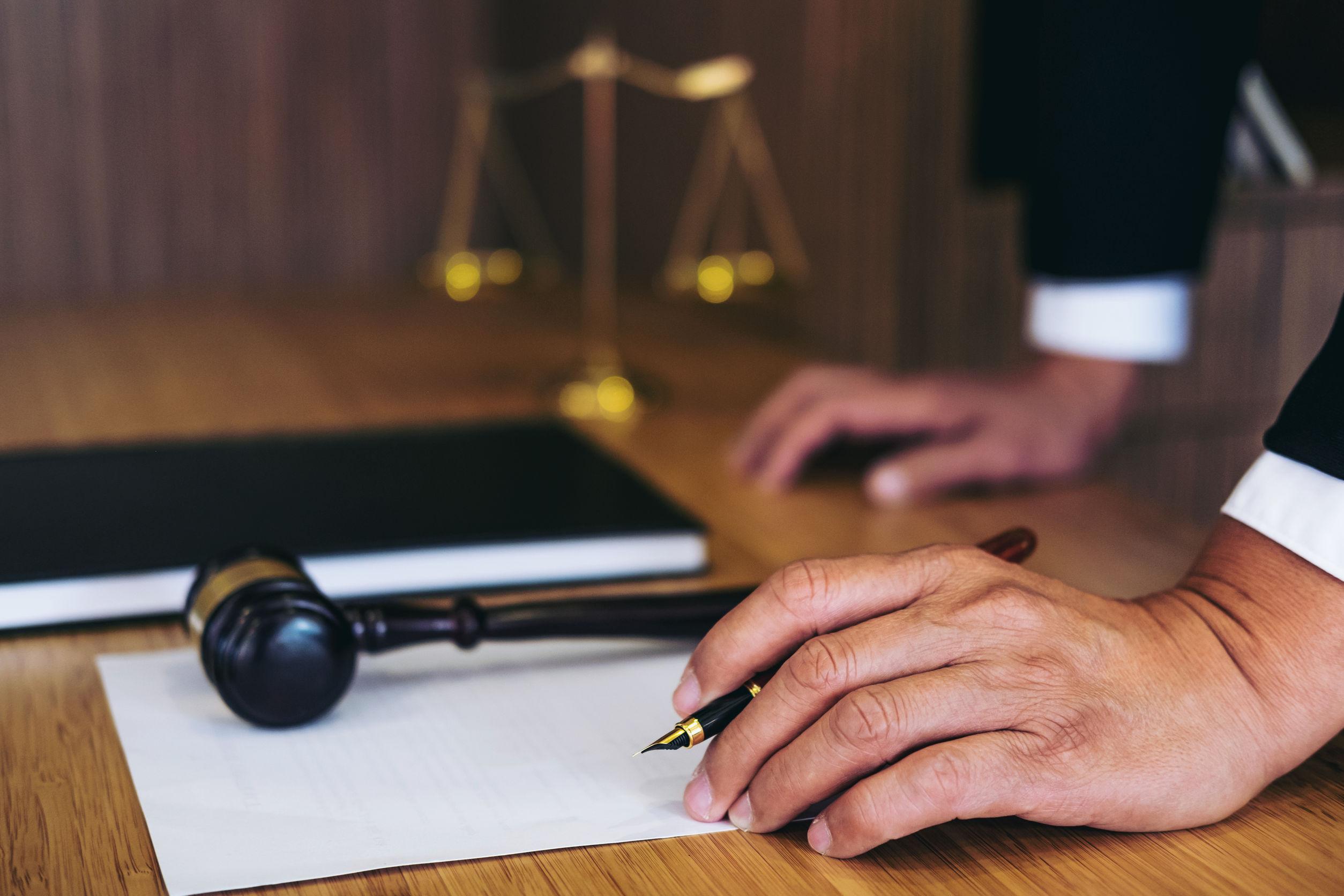 USR şi PNL au sesizat Curtea Constituţională asupra modificării Legii medierii şi Legii prevenirii faptelor de corupţie
