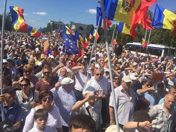 """Imaginea articolului CRIZA din Republica Moldova   Iohannis cere ajutorul liderilor europeni, """"în regim de urgenţă"""", pentru găsirea unor soluţii de a pune capăt crizei/ Scrisoare pentru Tusk şi Juncker"""