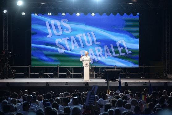 """Imaginea articolului Pleşoianu, contracandidat al Vioricăi Dăncilă pentru funcţia de preşedinte PSD: În spatele ei scria """"Jos statul paralel"""", acum nu ştie dacă există/ Este teleghidată"""