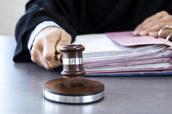 Imaginea articolului CCR a amânat, pe 4 iulie, sesizările Opoziţiei şi ale lui Iohannis pe modificarea codurilor penale
