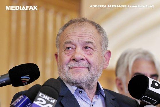 Imaginea articolului Dumitru Buzatu: Cine îşi asumă destrămarea coaliţiei trebuie să îşi asume şi guvernarea. PSD să renunţe