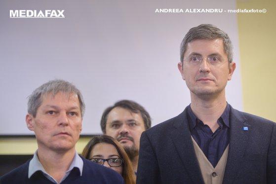 Imaginea articolului Barna cere demisia premierului şi face apel către partide pentru organizarea anticipatelor/ Cioloş: E nevoie de un program clar de guvernare