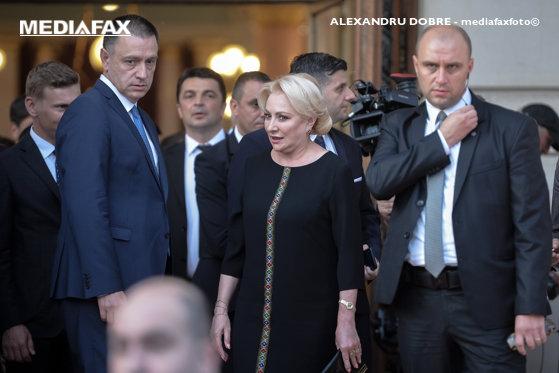 Imaginea articolului Cum a gratulat-o Mihai Fifor pe şefa sa de partid, după ce a văzut reacţiile celor din jur/ Sfaturile date de Teodorovici