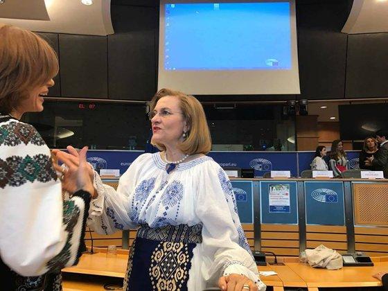 Imaginea articolului Replici între un fost şi actual europarlamentar PSD. Ioan Mircea Paşcu: Ai devenit mai catolică decât Papa. Maria Grapini: Regret modul în care tratezi totul