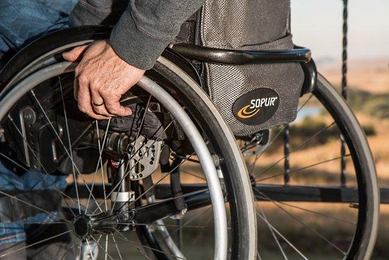 Imaginea articolului Persoanele cu handicap grav ar putea fi scutite de plata impozitului în cazul moştenirii. Ce partid a iniţiat proiectul