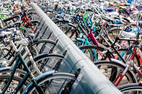 Imaginea articolului Parcări speciale pentru biciclete în clădirile instituţiilor publice, autogări şi pieţe. Ce amenzi prevede proiectul iniţiat de liberali