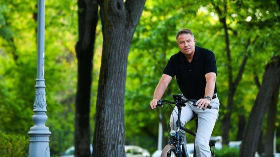 Imaginea articolului Klaus Iohannis, pe bicicletă de Ziua Mondială fără maşini: Protejarea mediului e obligaţia noastră/ FOTO