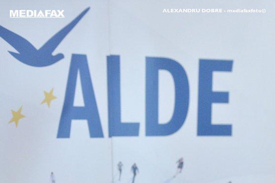 Imaginea articolului Doi secretari de stat şi directorul ROAID au fost excluşi din ALDE