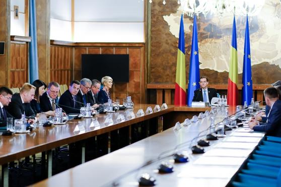 Imaginea articolului Şedinţă de Guvern, într-o nouă formulă: Premierul Ludovic Orban şi vicepremierul Raluca Turcan au ajuns la Palatul Victoria/ Klaus Iohannis participă la preluarea mandatului unor miniştri