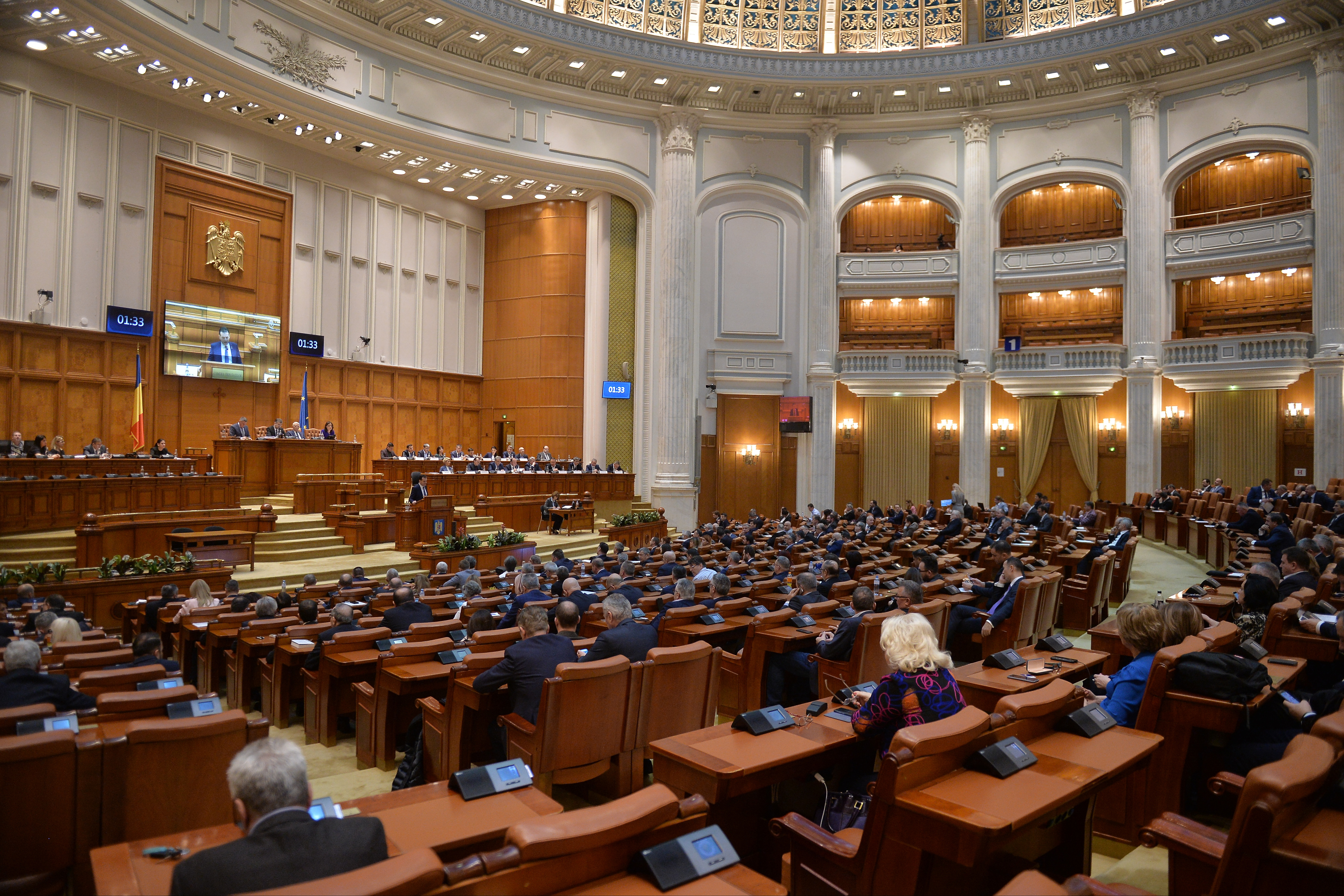 Parlamentul ar putea aproba, luni, calendarul asumării răspunderii pe alegerile în două tururi-surse