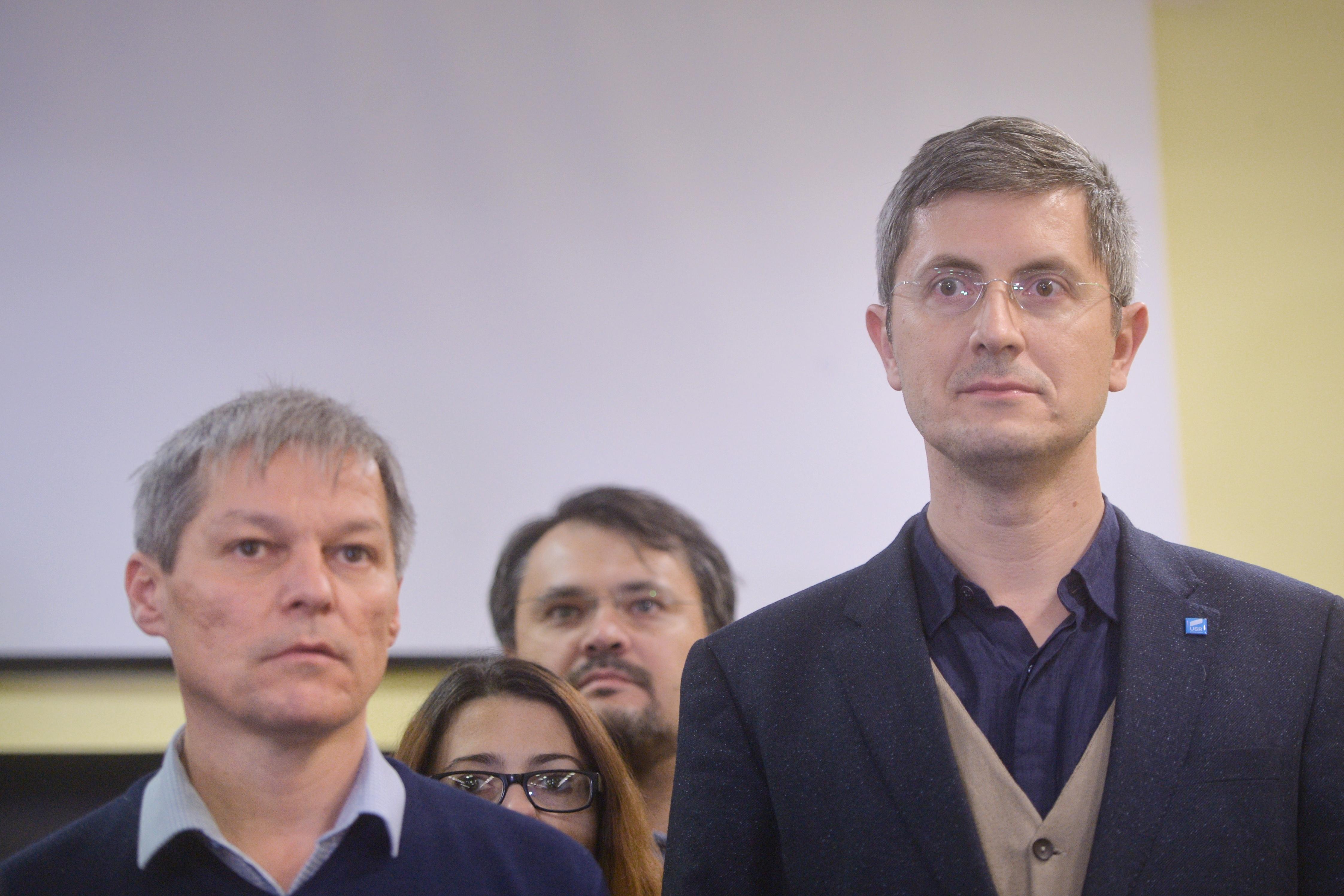 PREZENTUL FĂRĂ PERDEA Marius Oprea / Cum rămînem fără ţară: jumătate din suprafaţa agricolă a României nu mai aparţine(...)