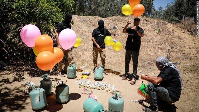 Baloanele legate de explozivi, arma folosită în războiul Israel-Hamas EpicNews