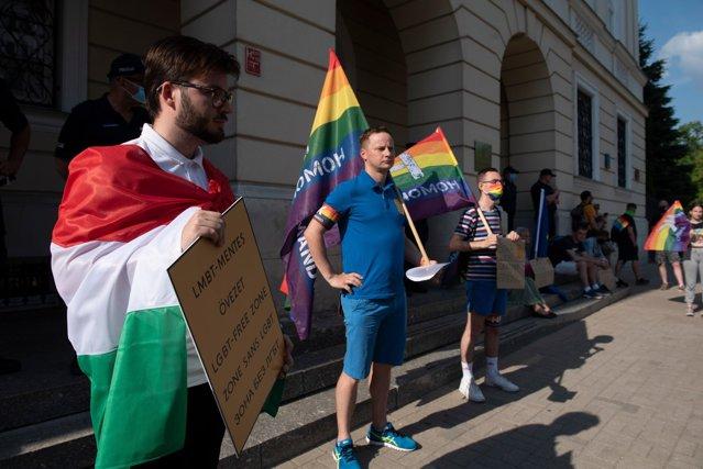 Divergenţele pe tema LGBT dintre UE şi Ungaria se adâncesc. Controversata lege adoptată de Guvernul Orban este motivată de protejarea minorilor|EpicNews