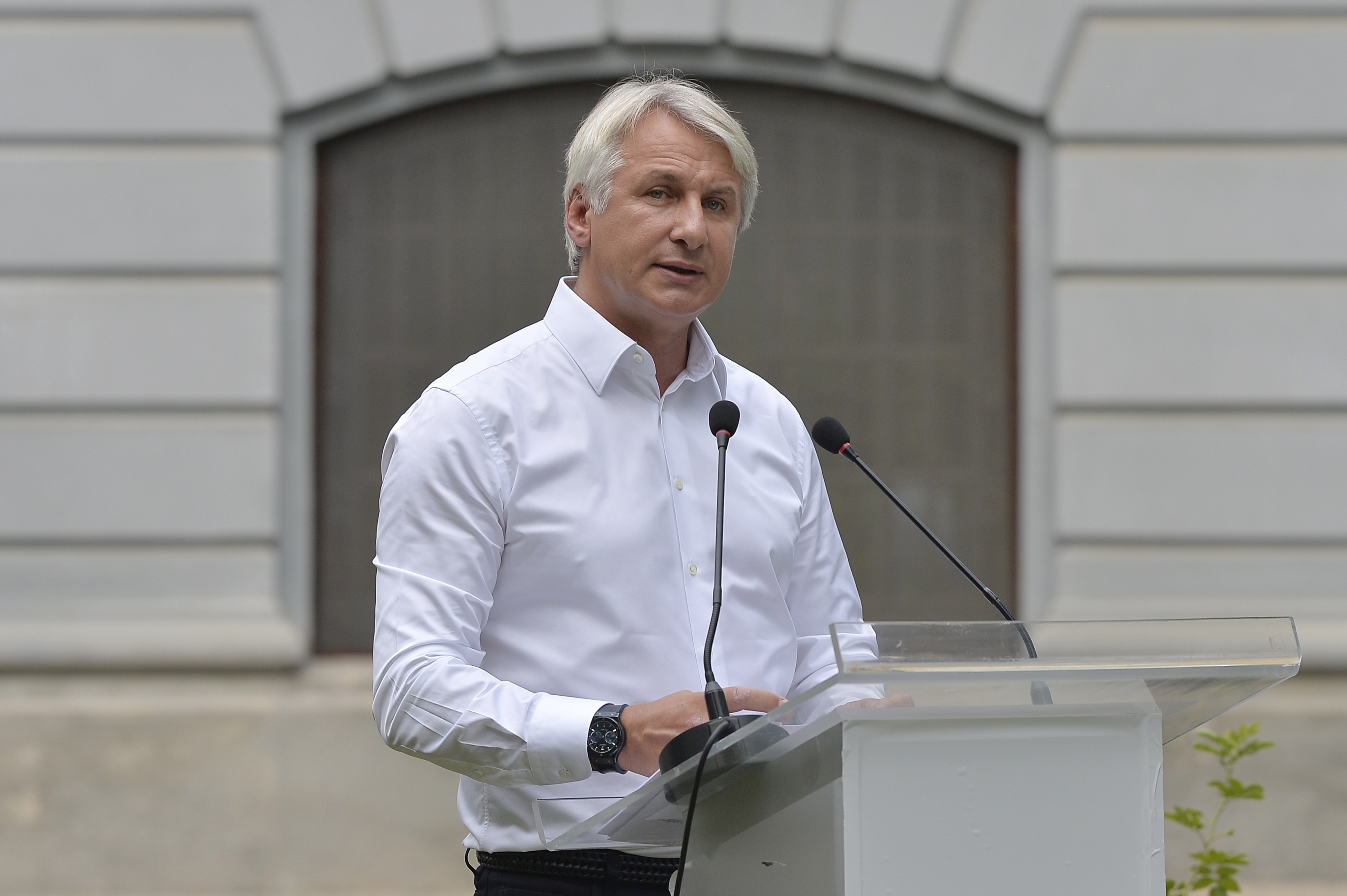 Teodorovici pe urmele lui Turcan. Gafă a fostului ministru despre Eduard Novak: să câştige el măcar o(...)