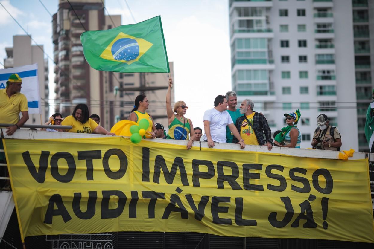 Susţinătorii preşedintelui Jair Bolsonaro vor schimbarea sistemului de vot în Brazilia. Zeci de mii de oameni au ieşit să protesteze în stradă