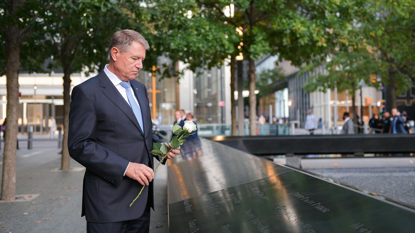 Klaus Iohannis i-a comemorat pe românii decedaţi pe 11 septembrie 2001 la Turnurile Gemene