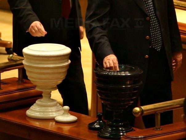Opt parlamentari pdl au votat pentru simplificarea for Parlamentari pdl