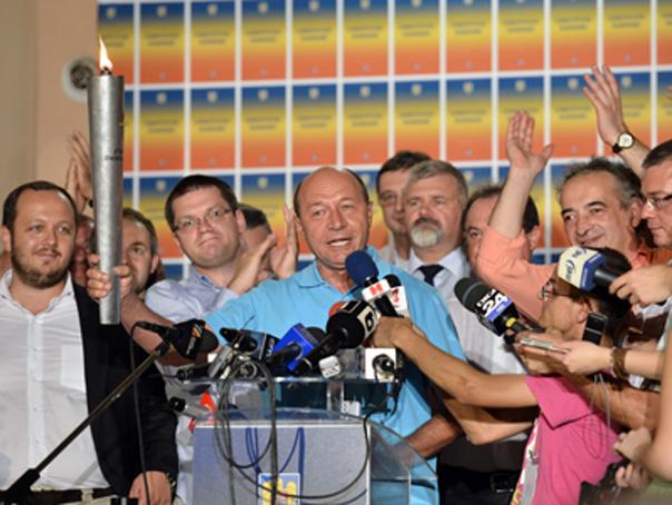 Imagini pentru basescu flacara referendum