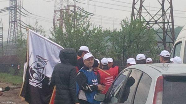 Minerii de la Turceni şi Rovinari au ajuns în Bucureşti şi protestează în faţa Guvernului