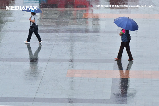 Imaginea articolului Ploi abundente, furtuni şi grindină în 25 de judeţe, până luni seara