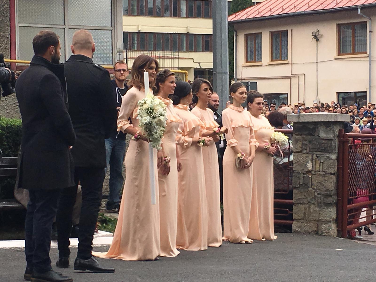 Galerie Foto Sosirea Invitaţilor La Nunta Nepotului Regelui Mihai