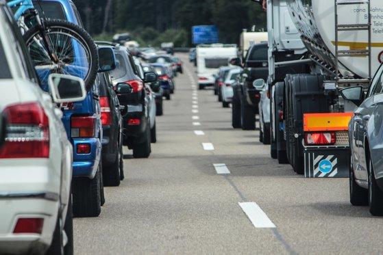 Imaginea articolului Aglomeraţie la vama Nădlac II: Şoferii de camioane aşteaptă aproape cinci ore pentru control