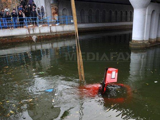 Imaginea articolului Bărbat bănuit că a lăsat fără ajutor o femeie care plonjase cu maşina în lac, REŢINUT. Ce le-a spus anchetatorilor