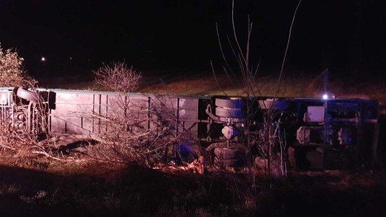 Imaginea articolului Accident în Hunedoara. Un autocar cu 72 de persoane care venea din Spania, RĂSTURNAT pe DN 7. Bilanţul victimelor - FOTO