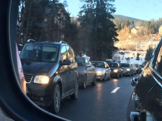 Imaginea articolului Se întorc turiştii din minivacanţă: DN1, aglomerat în zona staţiunilor de pe Valea Prahovei/ Poliţia recomandă rute alternative