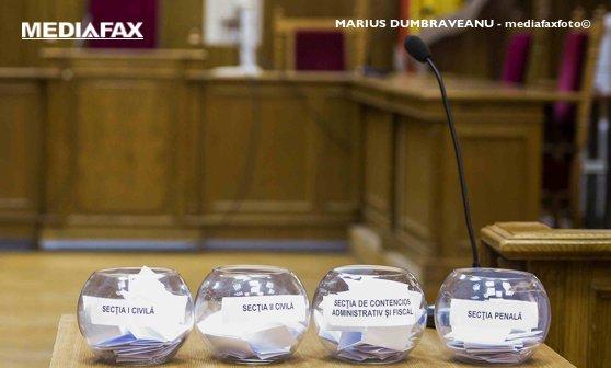 Imaginea articolului Instanţa supremă va organiza marţi noua tragere la sorţi a completurilor de cinci judecători