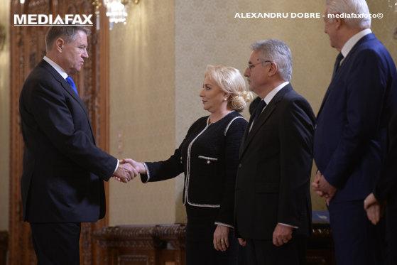 Imaginea articolului Iohannis, REACŢIE dură, după ce Dăncilă i-a făcut plângere pentru a doua remaniere: CCR nu are cum să rezolve problema, ea fiind una politică. România nu are premier. Guvernul este condus de infractorul Dragnea prin interpuşi