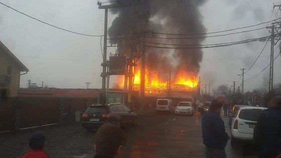 Imaginea articolului Incendiu la trei unităţi de producţie din Mureş. Peste 20 de pompieri intervin