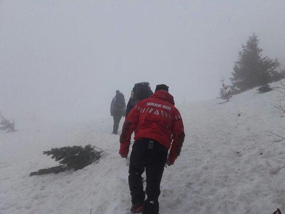 Imaginea articolului Zeci de turişti sunt blocaţi pe munte, în Bucegi, din cauza viscolului