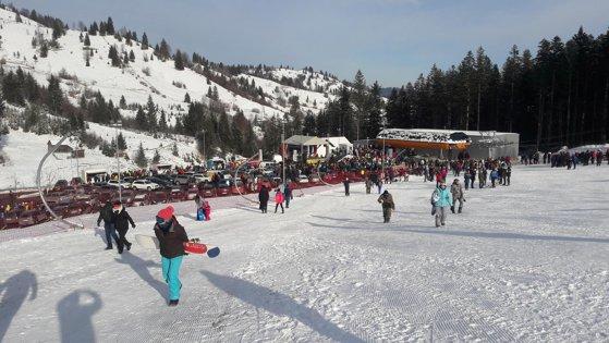 Imaginea articolului Cea mai lungă pârtie de schi din nordul ţării, inaugurată după 10 ani cu scandal: Bătaie de joc/ Gondola nu merge în ziua inaugurării. Parcare egală cu 0/ La 20 mil. euro vreţi să şi meargă?