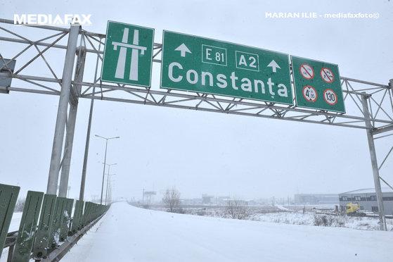 Imaginea articolului Starea drumurilor. Ninge pe Autostrada Soarelui, o parte a carosabilului este acoperită de zăpadă