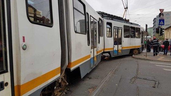 Imaginea articolului UPDATE: Circulația tramvaielor 41 din Capitală a fost reluată după aproape patru ore de blocaj